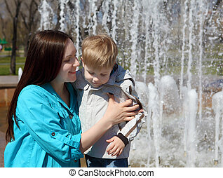 男の子, 彼の, 母, 公園, 若い, 歩く
