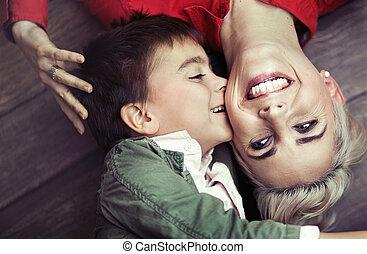 男の子, 彼の, 若いママ, 接吻