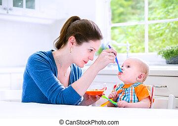 男の子, 彼の, 食べること, 固形食, 赤ん坊, 最初に