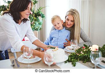 男の子, 祖母, 小さい, time., パッティング, 母, ケーキ, テーブル, 見る, クリスマス