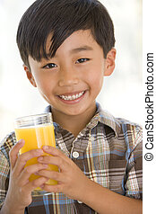 男の子, 若い, ジュース, 屋内, オレンジ, 飲むこと, 微笑