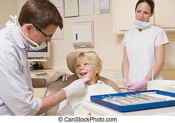 男の子, 部屋, 助手, 若い, 歯科医の椅子, 試験