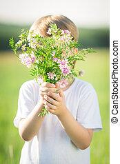 男の子, 隠ぺい, によって, 花束