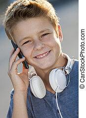 男の子, 電話, の上, 話し, 肖像画, 終わり, outdoors.