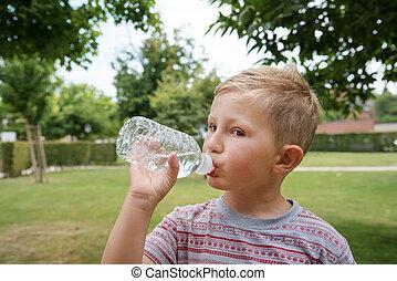 男の子, 飲料水, 若い, かわいい