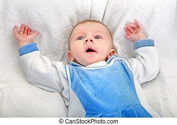 男の赤ん坊, あくびする