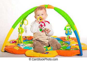 男の赤ん坊, おもちゃで遊ぶ