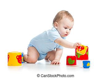男の赤ん坊, おもちゃで遊ぶ, 隔離された, 上に, 白