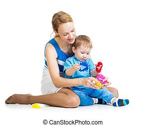 男の赤ん坊, そして, 母親遊び, 一緒に, ∥で∥, 困惑, おもちゃ