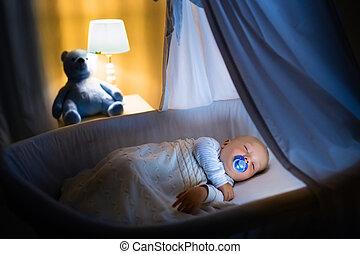 男の赤ん坊, 睡眠, 夜