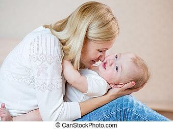男の赤ん坊, 遊び, 母