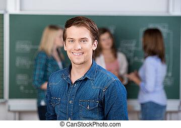 男子学生, 微笑, ∥で∥, 教師, そして, 同級生, 中に, 背景