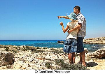 男孩和女孩, 夫婦, 在海灘上