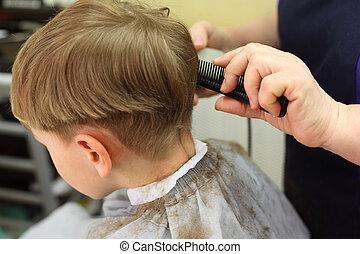 男孩, 傷口, 在, hairdressing 沙龍