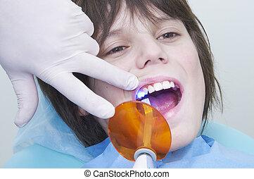 男孩, 在期間, a, 牙齒, visit., 博士的門診部