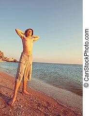 男孩, 在海灘上