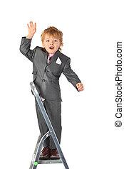 男孩, 在, 衣服, 平衡, 在, 直爬梯, 頂部