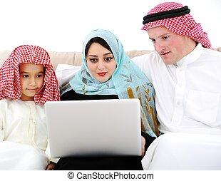 男孩, 很少, 便攜式電腦, 父母, 家, 阿拉伯語