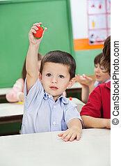 男孩, 顯示, 黏土, 模型, 在, 幼儿園