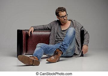 男性, ハンサム, 灰色, ガラス, 間, モデル, 見る, 隔離された, 床, guy., 離れて, 若い