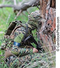 男性, 中に, 軍のユニフォーム, ∥で∥, 武器