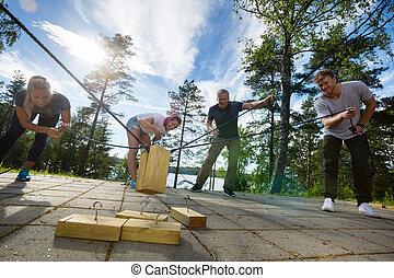 男性, 以及, 女性, 拾起, 木製的塊, 由于, 繩索