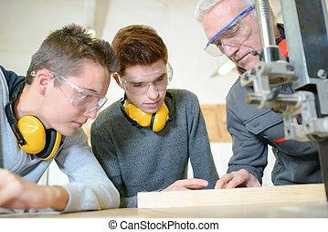 男性, 學生, 在, a, 木製品, 類別