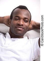 男性, relaxing., リラックスした, アフリカの家系, 男性, 保有物, 彼の, 手 の 頭部, そして,...