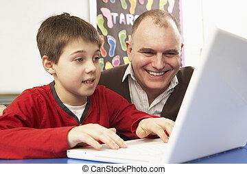 男生徒, 中に, それは 分類する, コンピュータを使って, ∥で∥, 教師
