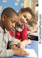 男生徒, 勉強, 中に, 教室, ∥で∥, 教師