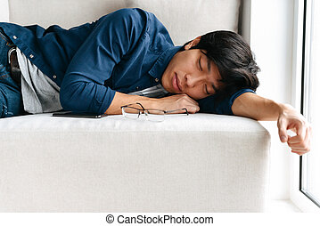 男睡眠, アジア人, ソファー, 疲れた