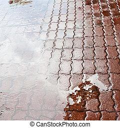 町, 水たまり, 広場, 雨