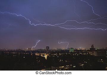 町, thunderstorm., 上に, 攻撃する, 稲光, u, 夜, の間, kiev