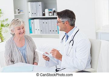 病人, 指示, 醫生, 寫, 女性, 年長者