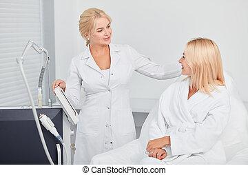 病人, 有才能, 給, cosmetologis, 建議