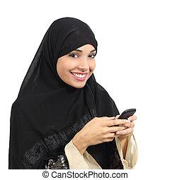痛みなさい, 女, アラビア人, 電話, 微笑, 使うこと, サウジアラビア人, 管轄区域
