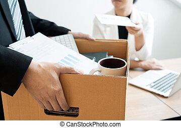 発送, 仕事, について, 失業, 辞職する, 概念, 上司, ビジネスマン, 手紙, 空き, 仕事を残すこと, やめられる, 雇用者, ∥あるいは∥, 変化する, 辞職, 変化しなさい, オフィス, ポジション, 含む