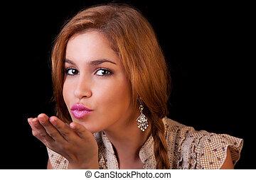 発送, 打撃, 反射, 金, 隔離された, 若い, スタジオ, かなり, 黒, 女の子, コーカサス人, 接吻