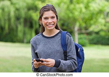 発送, 間, 見る, 微笑, カメラ, テキスト, 女, 若い