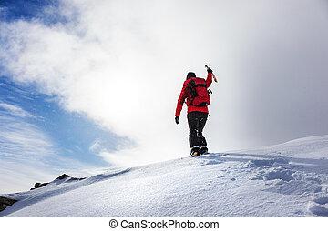 登山家, 手を伸ばす, サミット, の, a, 雪が多い, ピークに達しなさい, 中に, 冬, season.