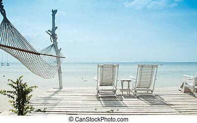 白い浜, 椅子, そして, ハンモック
