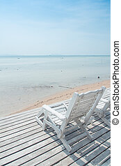 白い浜, 椅子