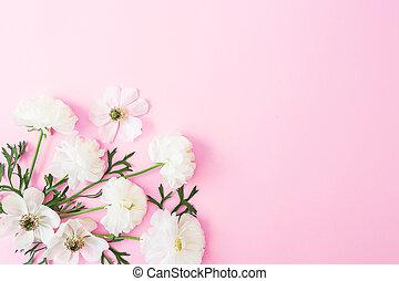 白い花, そして, 花弁, 上に, ピンク, パステル, バックグラウンド。, 平ら, 位置, 上, ビュー。, 花, 春, パターン