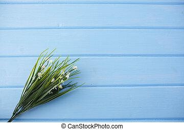 白い花, 上に, 青, 木製である, 背景