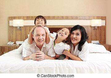 白人のファミリー, ベッド, 幸せ