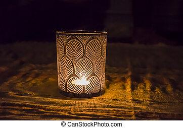 白熱, ガラス, パターン装飾された, 暗い, 燭台