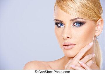 白膚金發碧眼的人, 美麗, 心不在焉, 婦女, 年輕