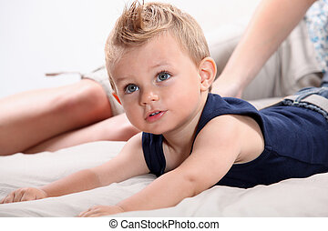 白膚金發碧眼的人, angel-faced, 學步的小孩