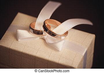 白色的婚禮, 戒指, 二, 弓