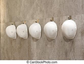 白色, 鋼盔, 在一行中